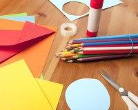 Verwenden Sie beim Scrapbooking knallige bunte Farben