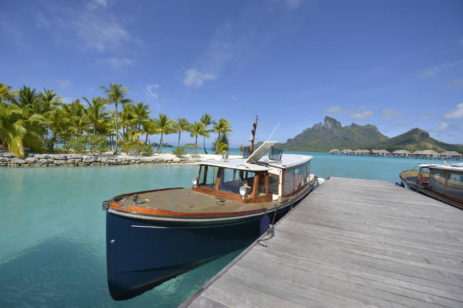 Boot am Wasser Bora Bora