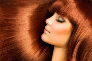 Frau mit braunen Haaren und Extensions