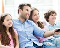 Familie guckt Fernsehen