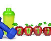 Hantel, Trinkflasche und Äpfel