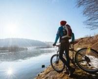Frau mit Mountain Bike