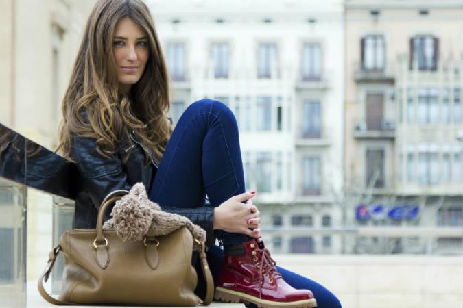 Frau mit Handtasche