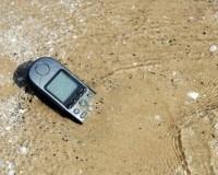 Was tun, wenn das Handy ins Wasser gefallen ist?
