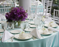 Auch die Deko einer Hochzeit ist wichtig und kann in einer Hochzeitszeitung verewigt werden..