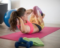Im Fitnessstudio oder Zuhause trainieren?
