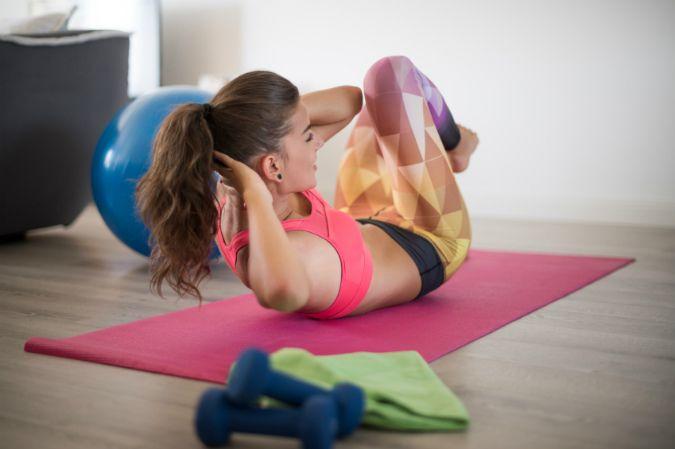 Im Fitnessstudio oder Zuhause trainieren