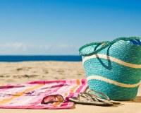 Korbtasche am Strand