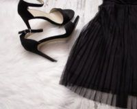 Schwarzes Kleid, Schwarze Schuhe