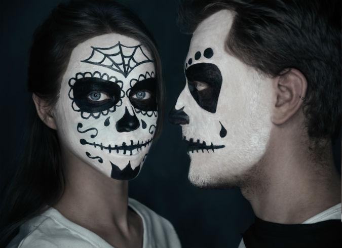 Paar mit Halloween Makeup