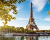 Auf der Seine in Paris den Eiffelturm bestaunen