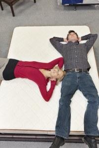 Probeliegen auf Matratze