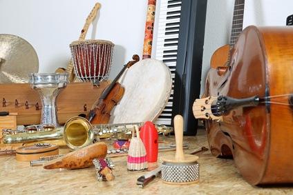 Sammlung verschiedener Musikinstrumente