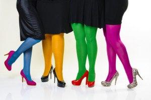 Bunte Strumpfhosen sollten nur zu einfarbigen Röcken getragen werden