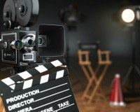 TV Set mit Regiestuhl