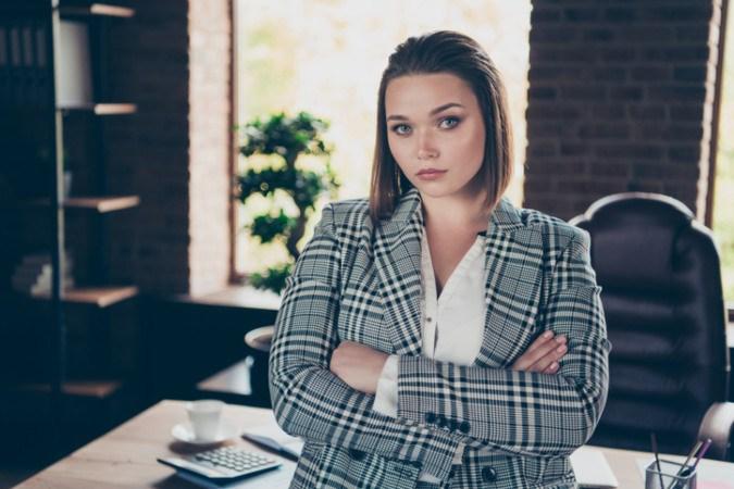 Frau im Business Outfit Plus Size