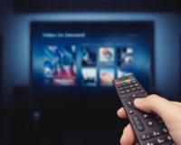 Fernseher und Fernbedienung