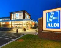 Foto einer Aldi-Filiale in Amerika bei Nacht