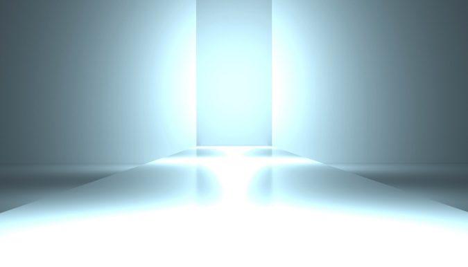 laufsteg mit heller Beleuchtung