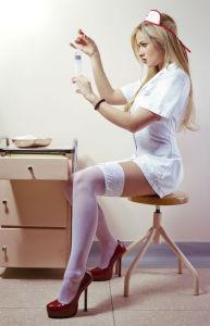 Das Krankenschwesterkostüm würde besonders der Männerwelt gefallen.