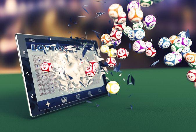 lotto-schein-auf-einem-tablet-aus-dem-lottokugeln-geschossen-kommen