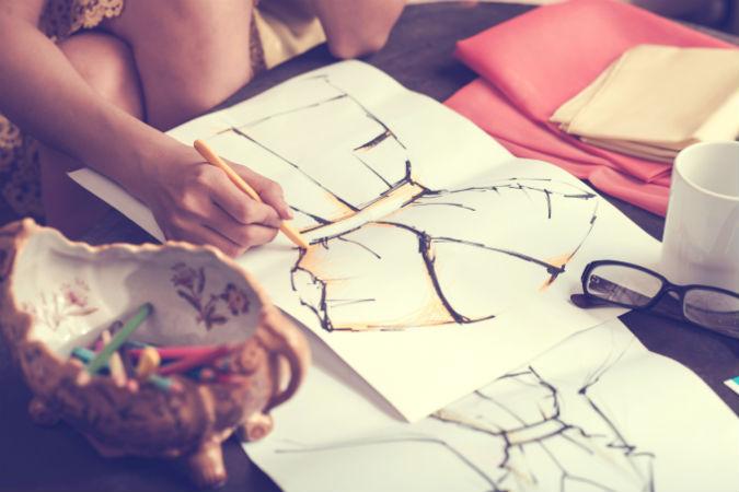 Als Modeillustrationen wird die detaillierte Darstellung aktueller ...