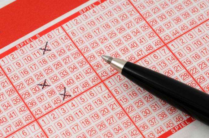 Stift auf einem Lottoschein