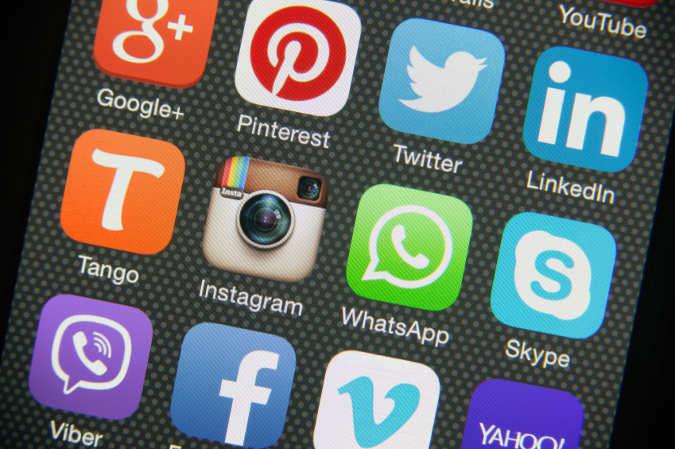 Smartphone Interface mit verschiedenen sozialen Netzwerken
